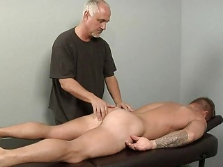 tattooed sexy homo chap gets full body massage