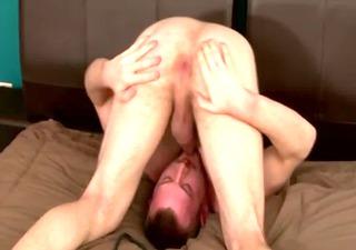 muscle weenie hunk jacking off his hard shlong